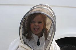 la plus jeune apicultrice